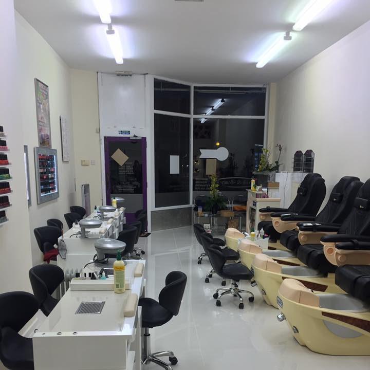 nail-plaza-interior-3