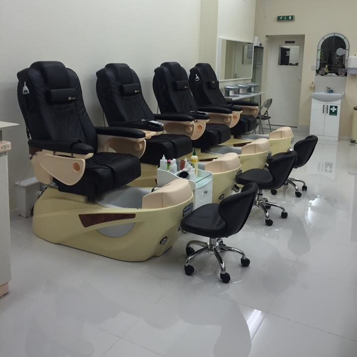 nail-plaza-interior-pedicure-chairs