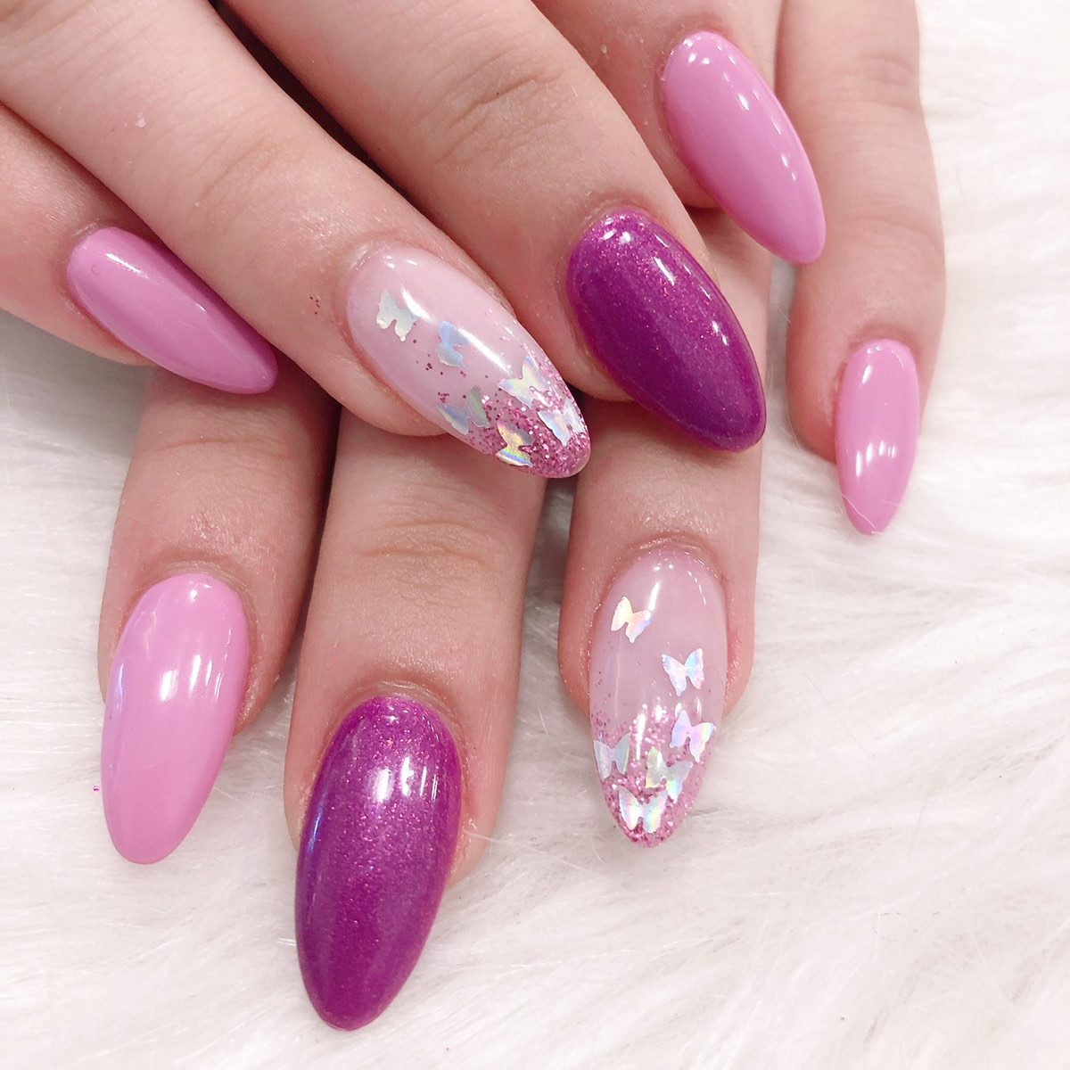 oval shaped acrylic nails with pink design with glitters